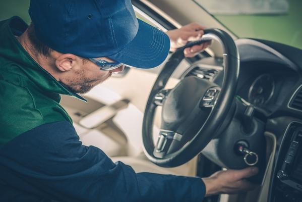 car-recall-maintenance-PXQUG8W-1