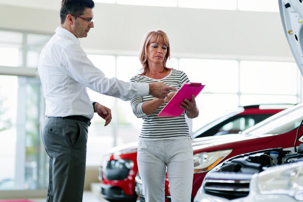 professional-salesperson-selling-cars-at-MCLAW83-1