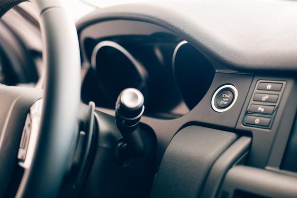 car-steering-wheel-details-8CV29YE-1