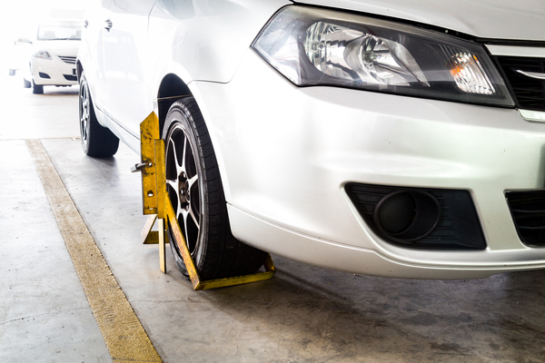 car-wheel-clamped-for-illegal-parking-violation-P8E7VDW-1-1